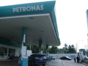 Stesen minyak Petronas Pulau Melaka milik anak Nik Aziz