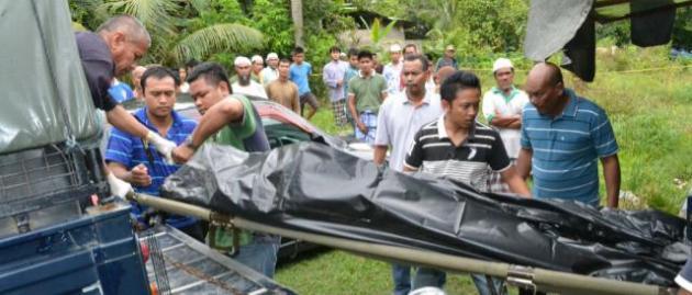 jenazah mangsa dbawa ke trak polis utk dhantar ke hospital-1