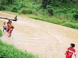 Sungai di kawasan Perkampungan Orang Asli di Pos Hendrop yang semakiin tercemar.