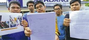 Pelajar UPM membuat laporan polis terhadap pensyarah di Fakulti Sains Pendidikan yang membuat ugutan terhadap pelajar supaya menyokong dan menjadi jentera sukarelawan pakatan pembangkang.